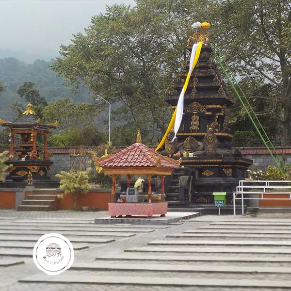 Pura-Giri-Arjuno-Malang-4